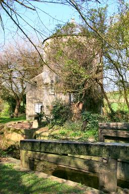 Picture of a round house near Cerney Wick