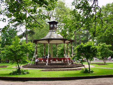 Picture of the bandstand in Swindon Town Gardens
