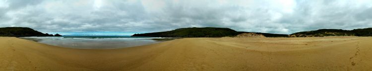 Picture of a 360° panoramic view over a beach and a bay (Lossit Bay, Islay)