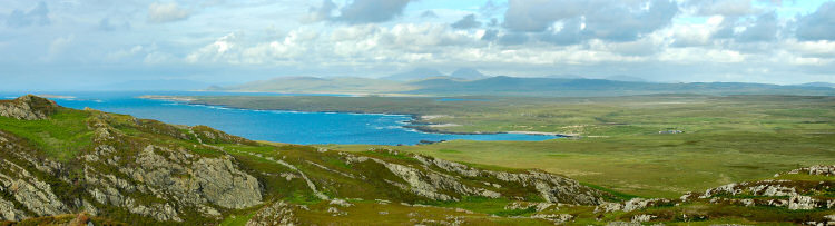 Picture of a panoramic view of the northern shoreline of Islay